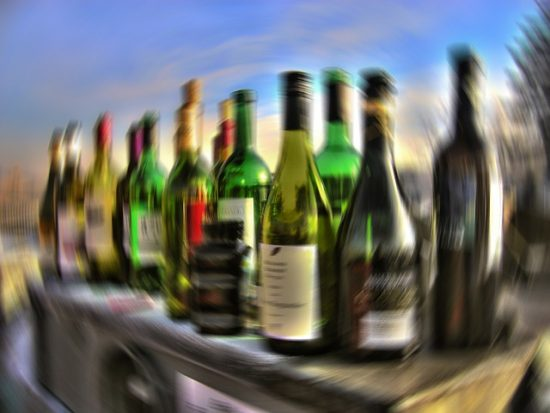 minimale, gemiddelde, uitgaan, stappen, leeftijd, alcohol, alcoholleeftijd, entree, club, discotheek, salou, costa brava, spanje